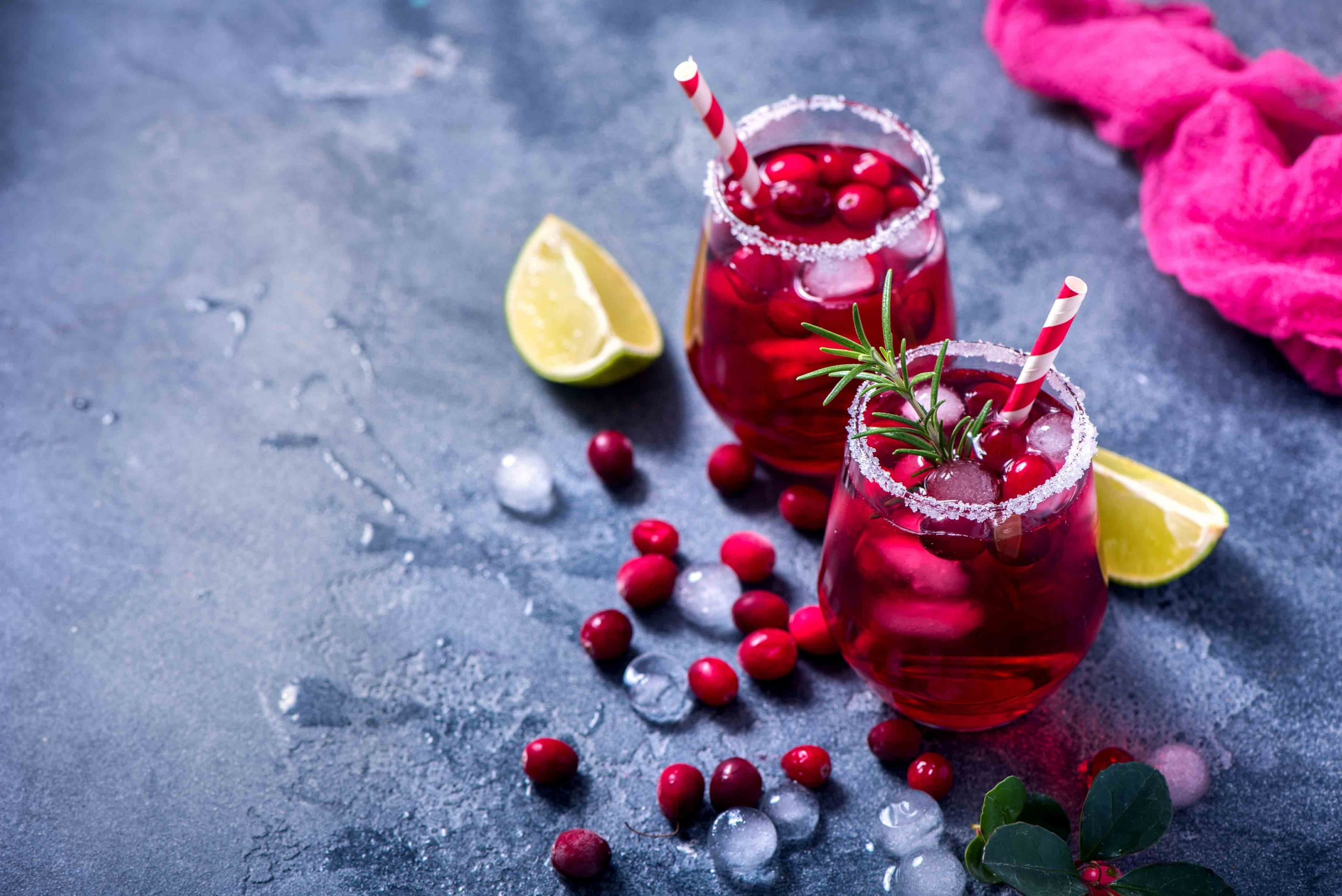 cranberry-cocktail-Z5ZY9N7